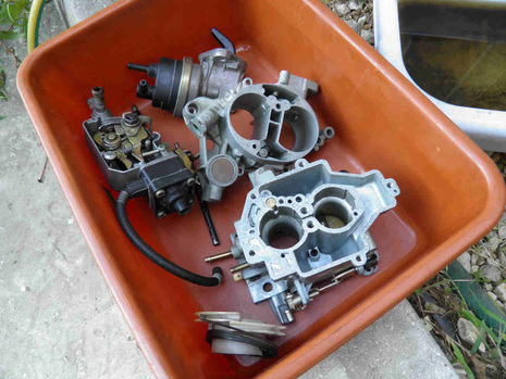 Carburetor dismantling and cleaning