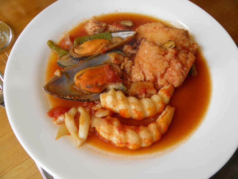 seafood cooked in wine and tomato