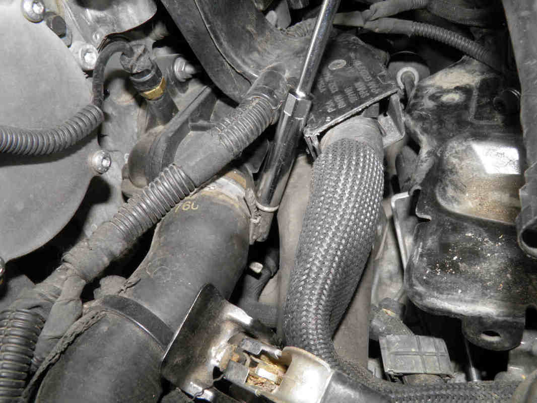 Removing the connecting hoses and thermostat housing: